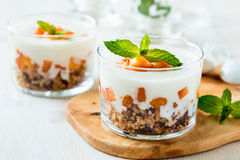 Peach trifle with crunchy toasted oats Royalty Free Stock Photography