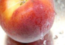 peach v mokre Zdjęcia Stock