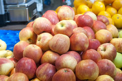 Peaches at farmers market Stock Photography