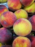 Peaches at farmers market Royalty Free Stock Photography
