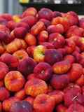 Peaches market organic Royalty Free Stock Images