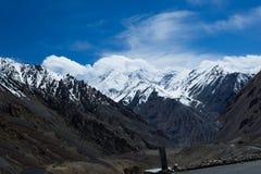 Peack berg på karakoramhuvudvägen Arkivfoton