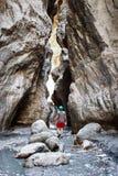 Peaople che fa un'escursione in canyon della città nascosto Saklikent Immagine Stock Libera da Diritti