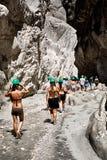 Peaople che fa un'escursione in canyon della città nascosto Saklikent Immagine Stock