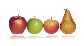 Pear och äpplen Arkivbild