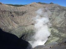 Pearing vers le bas en cratère de Bromo de bâti, Java-Orientale, Indonésie Photographie stock