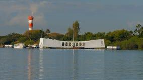 PEARL HARBOR, ΗΝΩΜΕΝΕΣ ΠΟΛΙΤΕΊΕΣ ΤΗΣ ΑΜΕΡΙΚΉΣ - 12 ΙΑΝΟΥΑΡΊΟΥ 2015: αντανακλάσεις ξημερωμάτων του μνημείου της Αριζόνα στο Pearl  στοκ φωτογραφία με δικαίωμα ελεύθερης χρήσης