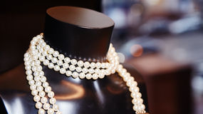 Pearl necklace on black mannequin Stock Images
