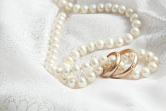 Pearls and wedding bangs. Royalty Free Stock Photography