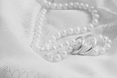 Pearls and wedding bangs.  Black-and-white. Royalty Free Stock Photos