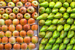 Pears and apples at a market Royalty Free Stock Photography