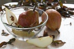 Pears på en platta Royaltyfri Foto