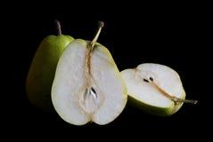 Pears på en svart bakgrund Arkivbilder