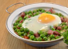 Peas cooked with ham and egg Stock Photography