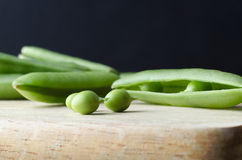 Peas and Pods on Kitchen Board Stock Photography