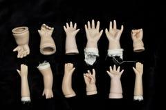 Peças quebradas da boneca no fundo preto Foto de Stock Royalty Free