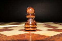 Peatón en un tablero de ajedrez Imagenes de archivo
