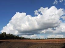 Peatbog e céu nebuloso Fotografia de Stock