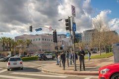 Peatones en el área de Westwood de Lo Ángeles Imagen de archivo libre de regalías