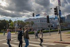 Peatones en el área de Westwood de Lo Ángeles Foto de archivo libre de regalías