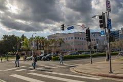 Peatones en el área de Westwood de Lo Ángeles Imagen de archivo