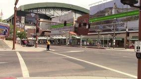 Peatones en Phoenix céntrica, Arizona almacen de video