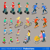 Peatones isométricos planos de la ciudad 3d en sistema del icono del transporte de la rueda Imagen de archivo libre de regalías