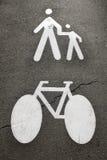 Peatones y bici Fotografía de archivo libre de regalías