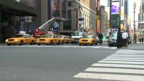 Peatones y tráfico (4 de 16) almacen de video