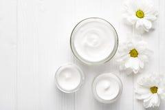 Peau cosmétique crème de fines herbes d'hydratation d'hommes, corps, hydrate de bien-être de station thermale de soins de la peau Image stock
