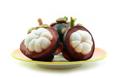Peau de mangoustans d'isolement sur le fond blanc Photo libre de droits