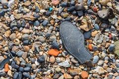 Pebble Beach с частью старого ботинка Стоковая Фотография