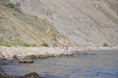 Pebble Beach с людьми Стоковая Фотография