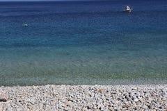 Pebble Beach av den Kokkala byn, Peloponnese, Grekland arkivfoton