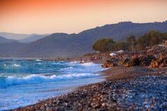 Pebble Beach bei Sonnenuntergang, Griechenland Lizenzfreies Stockbild