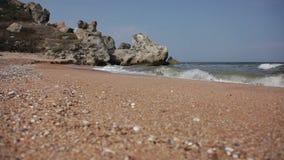 Pebble Beach des Schwarzen Meers Schieberschuß stock footage