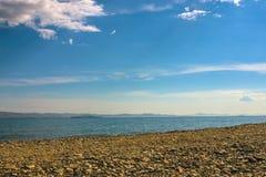 Pebble Beach disabitato, il mare immagine stock libera da diritti