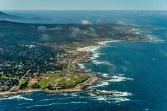 Pebble Beach na foto da antena de Califórnia foto de stock royalty free