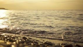 Pebble Beach nel movimento lento del tramonto video d archivio