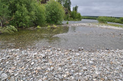 Pebble beach of the Northern  river Royalty Free Stock Photos