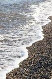 Pebble Beach på den medelhavs- seacoasten Arkivfoton