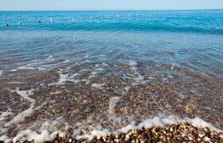 Pebble Beach på havet Royaltyfri Bild