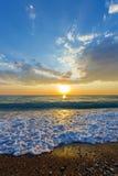 Pebble Beach på solnedgången, Grekland Arkivbilder