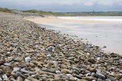 Pebbled ballybunion beach beside the links Royalty Free Stock Photos