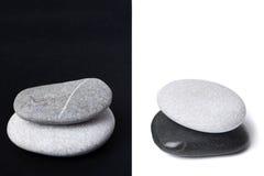 pebblen staplar yang yin royaltyfri foto