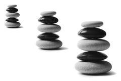 pebblen staplar yang yin arkivbilder