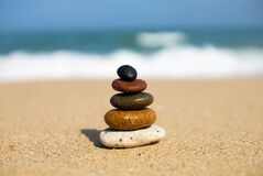 Free Pebbles Arranged On The Beach Royalty Free Stock Images - 181586649