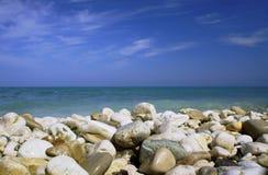 Pebbles på strand i den Corfu ön Royaltyfri Bild