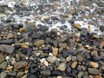 Pebbles på stranden Arkivfoto
