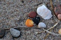 Pebbles på stranden arkivbild